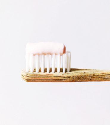 Santé Zahncreme mit Vitamin B12