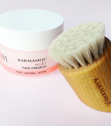 Karmameju Face Brush & Face Cream