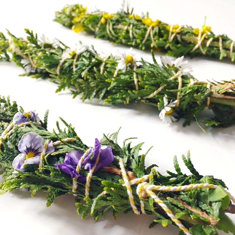 DIY Smudge Sticks im Frühling – Räucherbündel selber machen