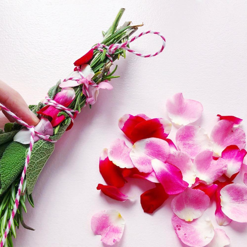 Räucherbündel selber machen Rose