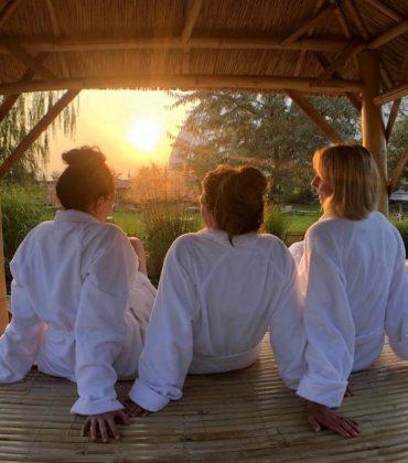 Freundinnen Auszeit mit Yoga im Tropical Islands in Brandenburg