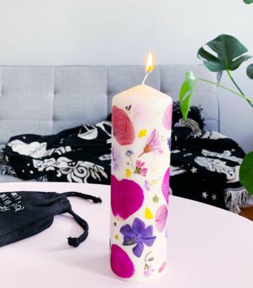 Sommersonnenwende Rituale – das Licht einfangen mit einer DIY Blütenkerze
